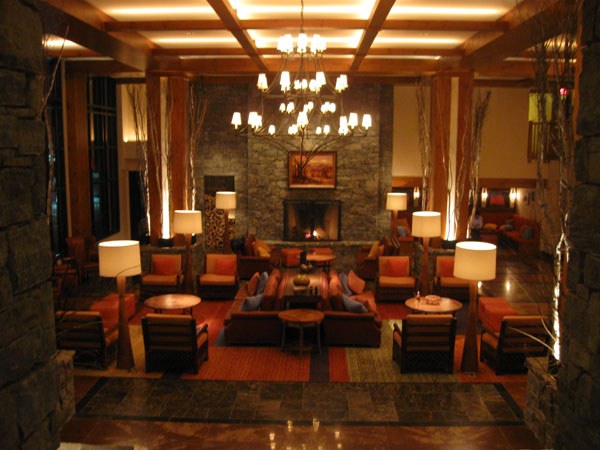 stowe_mtn_lodge_lobby